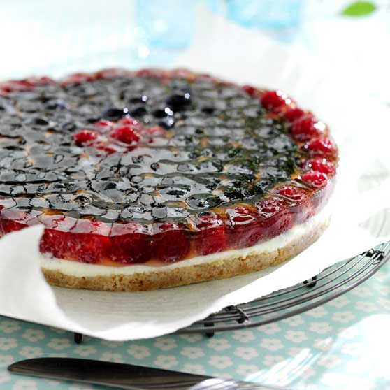 Cheesecake with berry topping