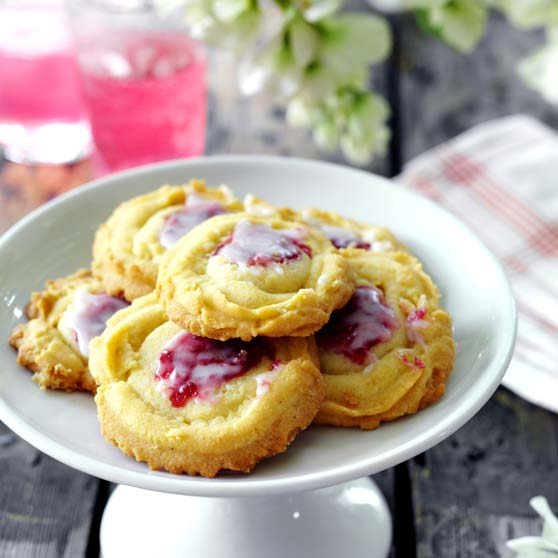 Piped jam cookies