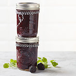 Blackberry jam with gin