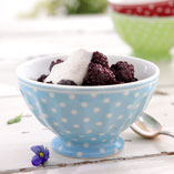 Blackberry salad with creamy cinnamon sauce