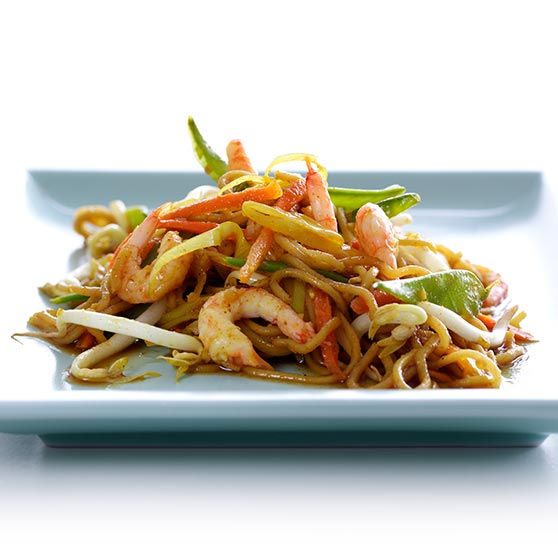 Fried noodles with prawns and vegetables