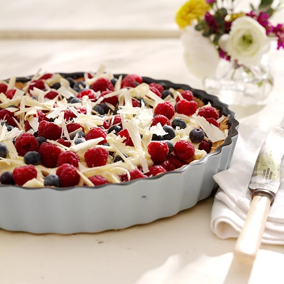 Berry pie with chocolate filling