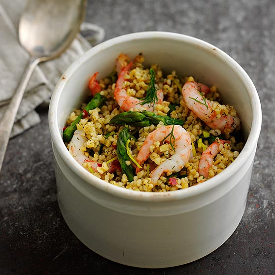 Bulgur salad with prawns