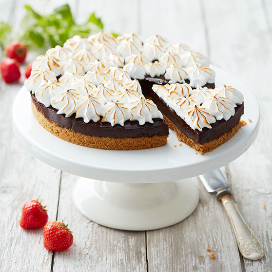 Chocolate pie with Italian meringue