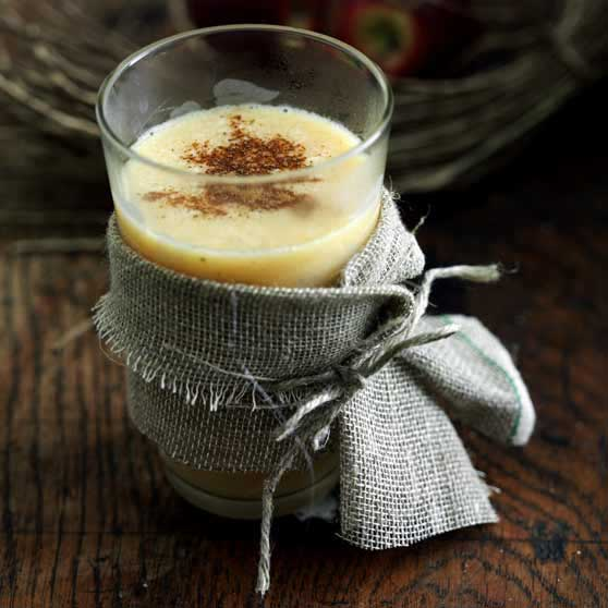 Hot egg liqueur drink