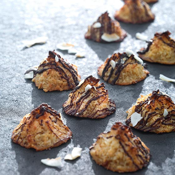 Mini coconut peaks with chocolate