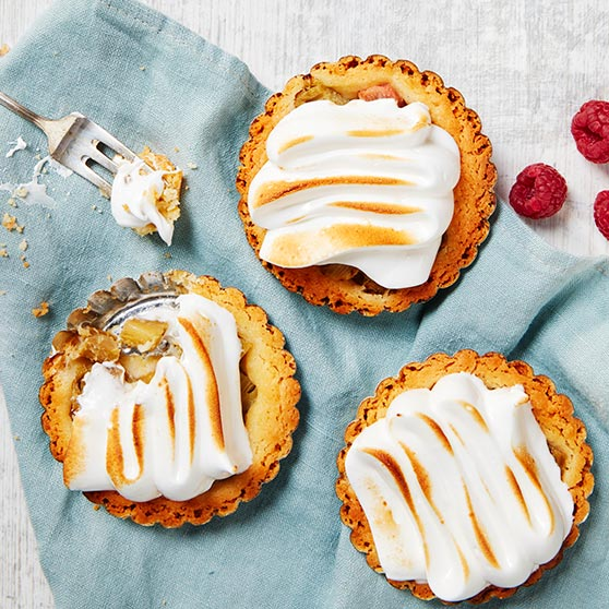 Mini rhubarb pies with warm-whipped meringue