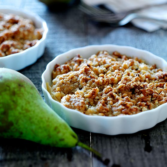 Crumble cake with pears