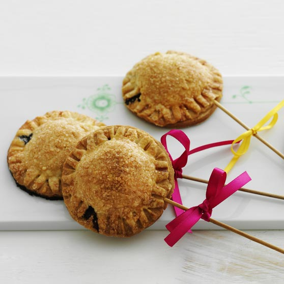 Pie pops - mini blueberry pies on sticks