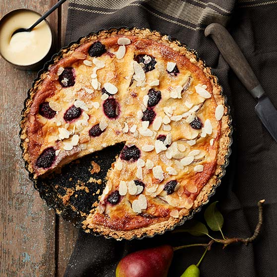 Royal Pie with Pear and blackberries