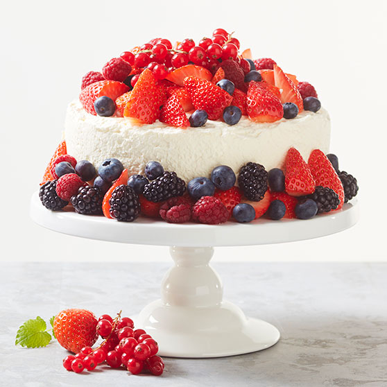 Strawberry cake with passion curd